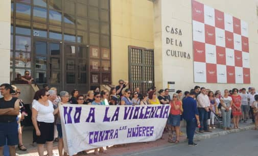 Concentración contra asesinato machista en Calpe