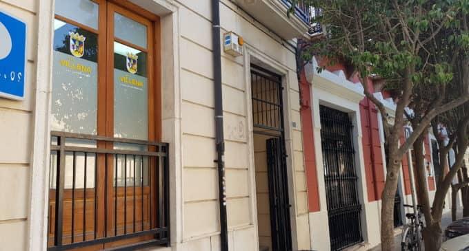 El Consistorio aprueba señalizar los edificios que dispongan de servicios municipales
