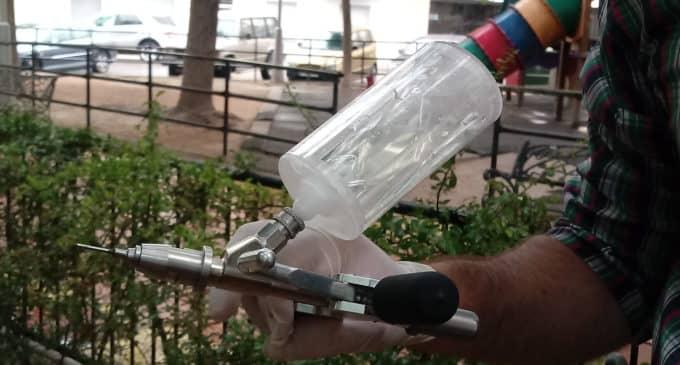 Medio Ambiente trata con endoterapia las plagas en olmos y encinas de Villena