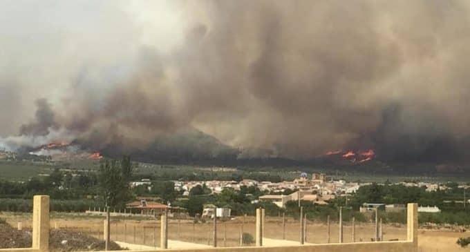 El fuego en Beneixama ha afectado un radio de 28 kilómetros