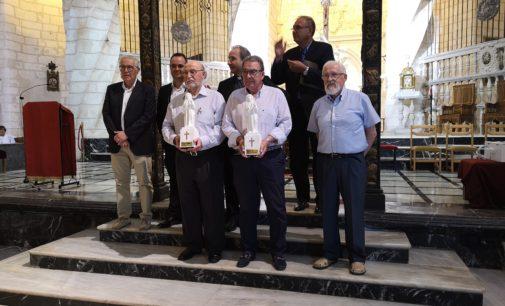 La Coral Ambrosio Cotes y Ramón Martínez reciben el «Santiago del año»