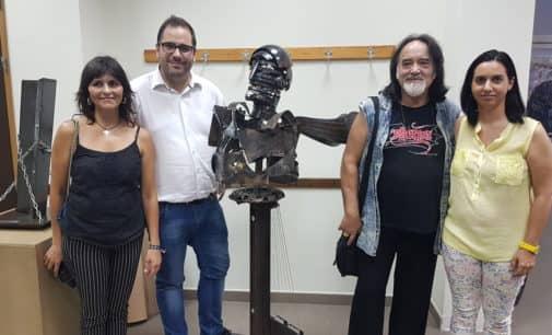 El Centro de Mayores acoge una exposición donde el rock es el  protagonista