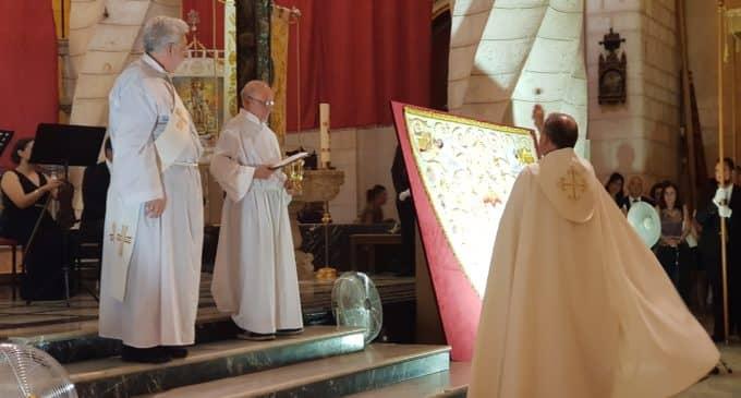 Bendicen el Manto de Fiestas con el que procesionará la Morenica