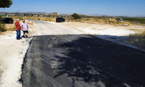 Villena arregla el camino por donde pasará La Vuelta a España