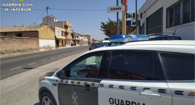 La Guardia Civil detiene a tres hombres por robar, amordazar y detener de forma ilegal a dos jóvenes en Cañada