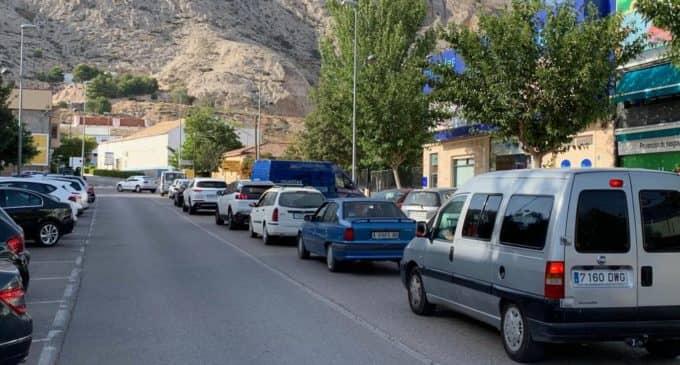Las obras en la avenida de Alicante colapsan el tráfico en la entrada a Villena por la A-31