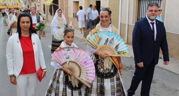 Las Regidoras de Fiestas participan en la ofrenda floral de la Patrona de Pinoso