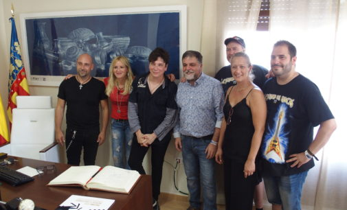 El cantante estadounidense Eric Martin entra en la historia de Villena