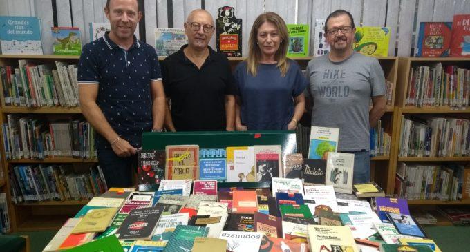 Las Bibliotecas de Villena reciben una donación de libros de Caricato Teatro