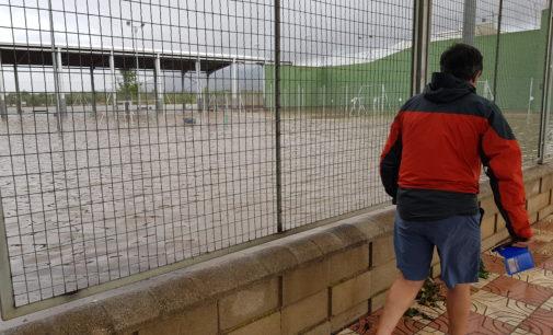 Una tromba de agua inunda el polideportivo y anega varias calles de Beneixama