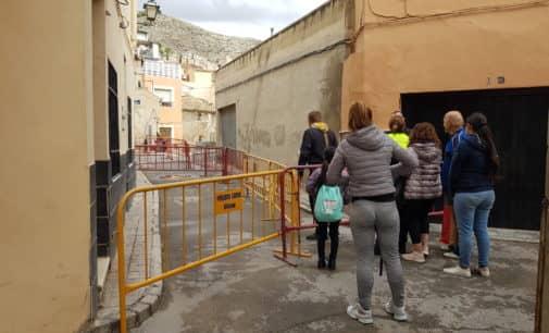 Desalojados los vecinos de cuatro viviendas de la calle Telarete por un socavón