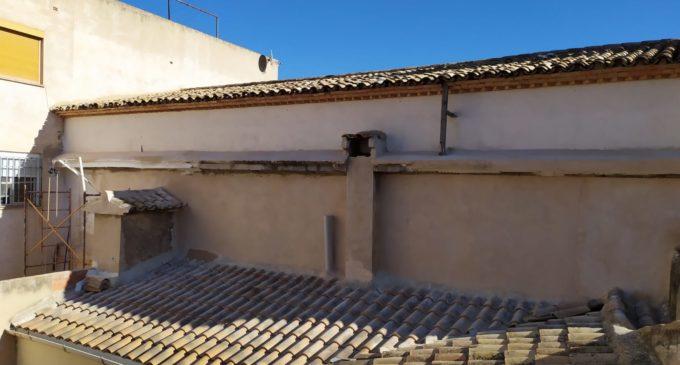 La asociación Ermita de San José concluye la adecuación de una de las paredes del templo