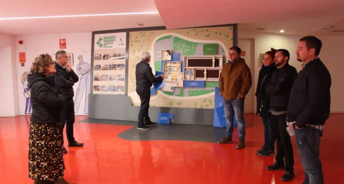 El alcalde y el edil de Medio Ambiente de Villena visitan la planta de tratamiento de residuos de Algimia