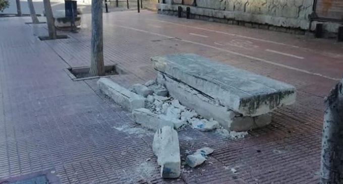 Retiran el banco de Ronda Estación que había sido destrozado