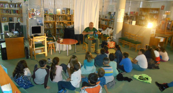 Pequeños lectores/as  de todas las escuelas de Villena en las bibliotecas