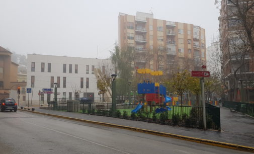 Villena cierra los parques, patios y zonas verdes por la alerta por fuertes vientos