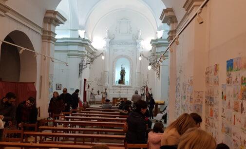 Los vecinos declinan trasladar a San Antón a la iglesia de Santiago ante la evolución de la pandemia