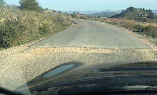 Villena y Salinas se unen para demandar a Diputación el arreglo integral de la carretera que conecta ambas poblaciones