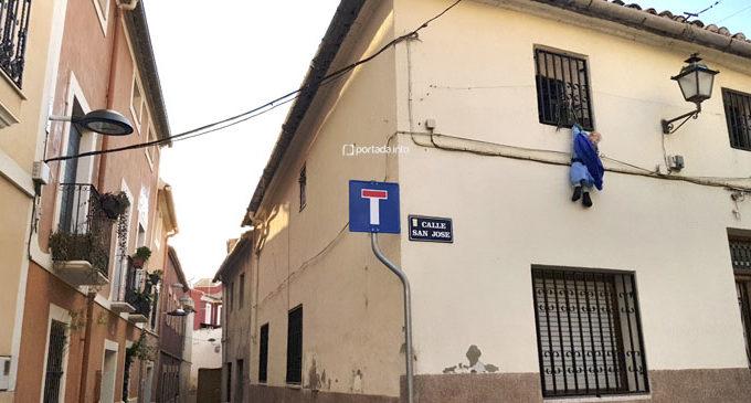 Los vecinos del Rabal molestos con el cableado y el modelo de farolas que se está ubicando en el casco histórico