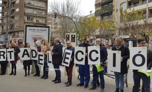 Cientos de vecinos se unen en Villena para apoyar que las clases se impartan en la lengua materna de los estudiantes