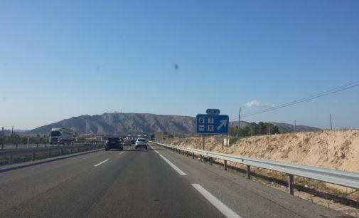 Eliminan tres autobuses de la línea que une Villena con Alicante