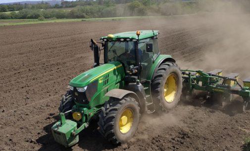 El vertido de abonos en campos de cultivos provoca episodios de mal olor en Villena
