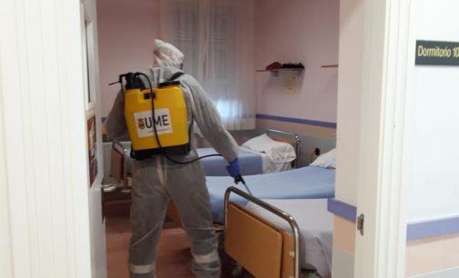La UME realiza tareas de desinfección en el centro de Peña Rubia