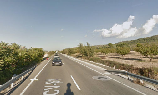Un accidente de tráfico en la carretera de Cañada por adelantamientos temerarios se salda con tres heridos