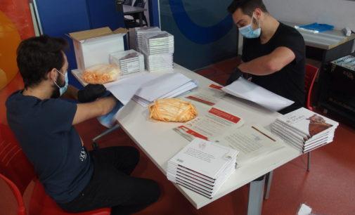 El Ayuntamiento de Villena reparte mascarillas a los niños para sus salidas domiciliarias