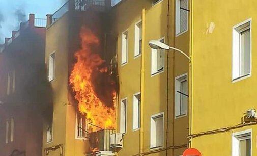 Incendio en una vivienda en la calle Quintín Esquembre