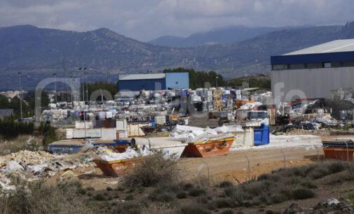 Villena rechaza la ampliación de un vertedero en una planta privada de residuos