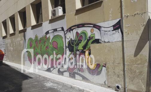 El Ayuntamiento inicia la eliminación de todos los grafitis de la Casa de la Cultura