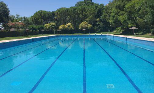 En la piscina municipal de Villena sólo se permitirá el reagrupamiento de personas de la misma familia
