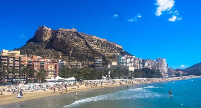 La Generalitat inicia el proceso de selección para contratar a 418 jóvenes como auxiliares de playas en la provincia de Alicante