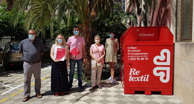 Cáritas ubica en Villena 4 contenedores para la recogida de ropa, zapatos y complementos
