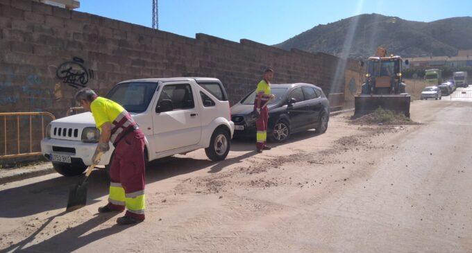 El servicio de limpieza viaria retira 56.000 kilos residuos causados por  la tormenta del pasado viernes