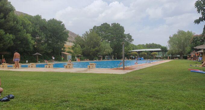 Más de 1.000 usuarios visitan la piscina municipal en su primera semana de apertura