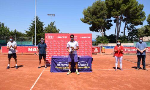 El tenista Carlos Alcaraz gana en Villena el primer torneo con público tras la pandemia