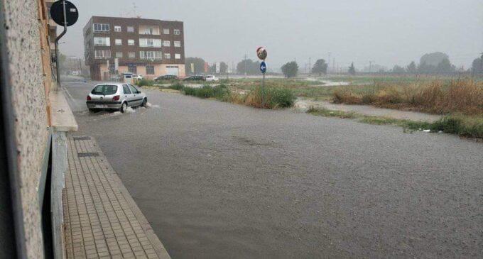 Las lluvias dejan acumulados  20 l/m2 en media hora en Villena