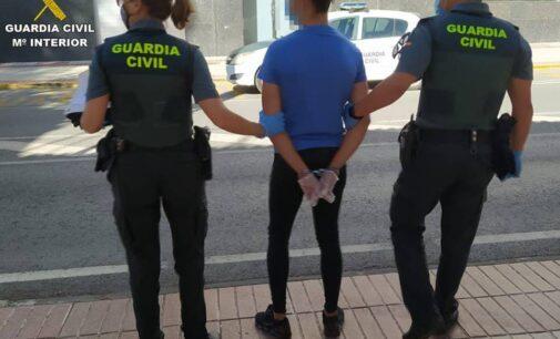 La Guardia Civil detiene en Sax a cuatro personas por sustraer dos vehículos mediante engaño y violencia e intimidación