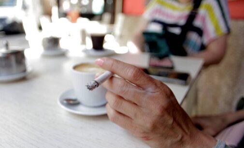 La Comunidad Valencia prohíbe fumar en la vía pública y los botellones hasta el 7 de septiembre