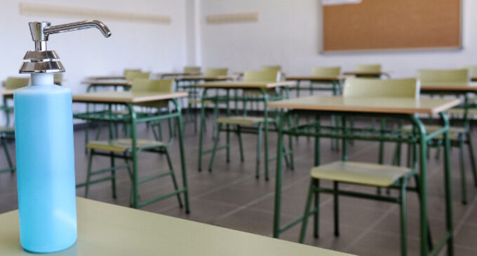 Sanidad pone en cuarentena un aula de Carmelitas por un positivo en Covid-19