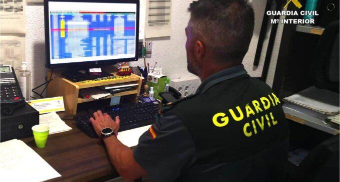 La Guardia Civil detiene a 2 hombres de 66 y 29 años en la provincia de Alicante por estafar más de 70.000 euros a través internet