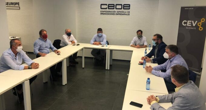 El alcalde de Villena explica a empresarios de Alicante el  proyecto de Puerto Seco