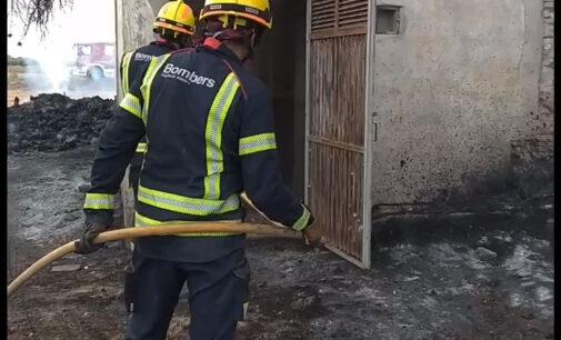 Incendio de matorral y de una casa abandona en Villena