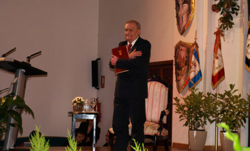 Biar entrega al archivero municipal Cristóbal Payá el premio 9 de Octubre