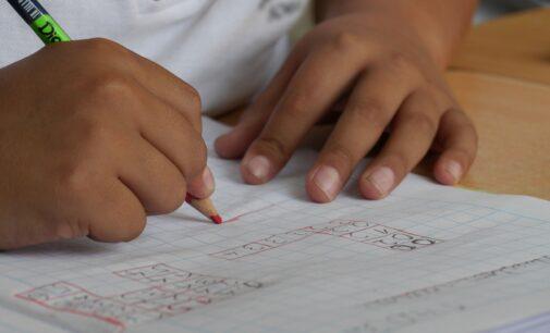 El equipo de gobierno elimina 30.000 € en ayudas escolares