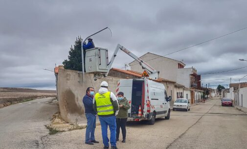 Villena invierte más de 95.000 € para adecuar 130 luminarias en La Encina