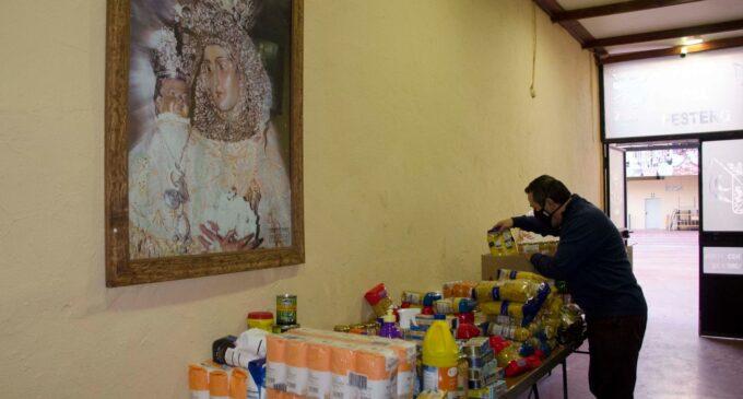 La Junta Mayor de Cofradías y entidades festeras recogen 4.000 kilos de alimentos y productos para Cáritas y Cruz Roja