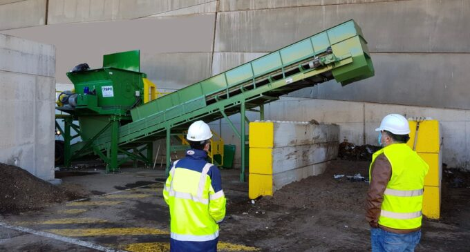La planta de residuos de Villena incorpora un abrebolsas mecánico